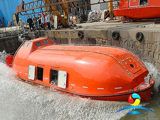 25 Persons Totally Enclosed Fire-Resistant Lifeboat And Rescue Boat With Gravity Luffing Arm Davit